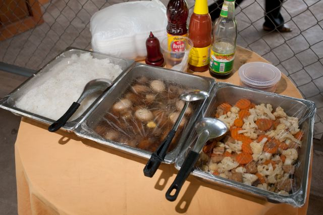 CAMBODIA. Kambol (Phnom Penh). 27/05/2009: Catering on the 22nd  day of Duch trial at the ECCC.